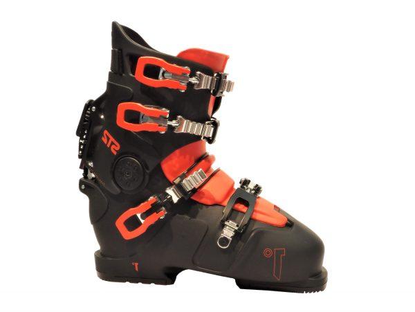 deeluxe-first-dry-skischuh-am-skisport